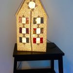 la petite maison veilleuse allumée