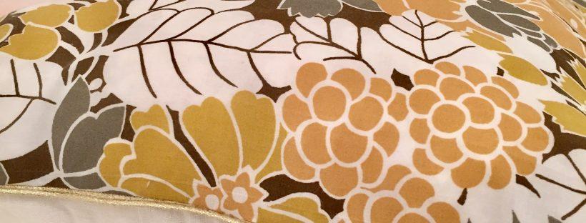 coussin-novembre-vintage-grandes-fleurs-details